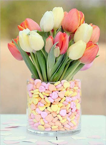 fun-diy-valentines-day-decorations-candy-heart-flower-vase