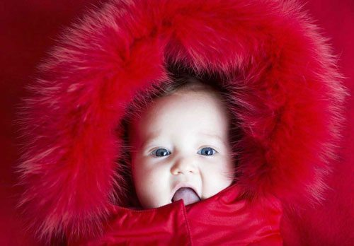 keeping-your-baby-warm-during-the-winter-baby-wearing-fur-jacket