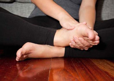 what-to-expect-when-your-baby-is-born-swollen-feet