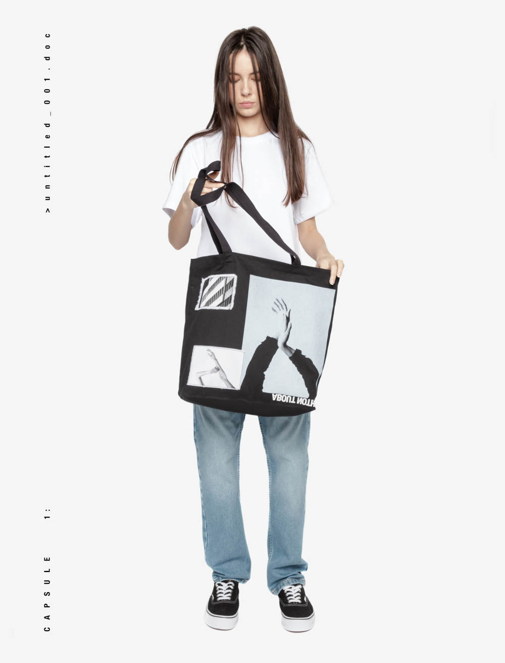 COUPLE HANDS AND SURROUNDINGS TOTE BAG / REVERSE LOGO BOTTOM