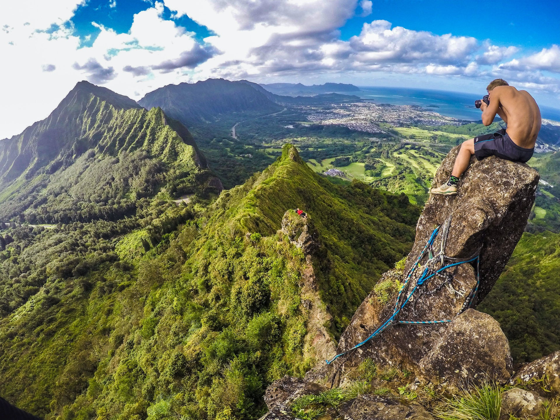 Top of pali notches, chimney. Oahu, Hawaii