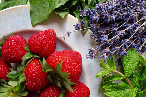 Berries and herbs: perfect pairings