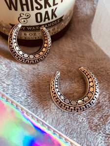 Silver colour white brass Aztec/geometric engraving pattern ear saddle/spreader. Sizes 6mm - 30mm to wear with ear weights.