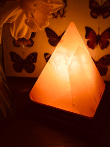 Pyramid shape natural pink Himalayan salt lamp on wooden base, complete with bulb, bulb holder and mains lead.