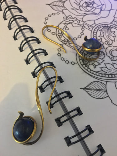 Lapis Lazuli gemstone ball ear hanger/weight. Ball spins freely, but is held securely, inside a delicate brass ear swirl ear stretcher of 2mm gauge