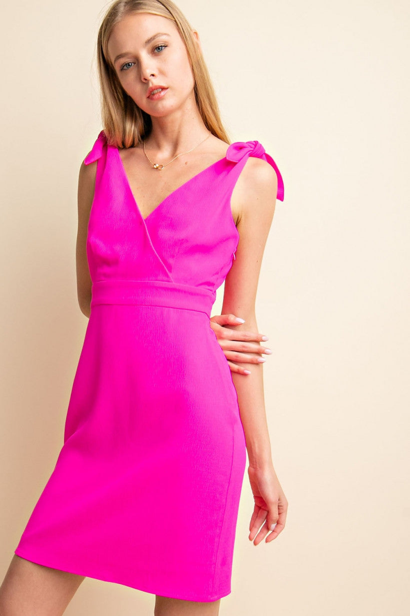 GILLI  POP PINK KNOTTED BOW V-NECK DRESS