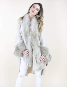 VERY MODA FAUX FUR TRIM AND SLEEVE COAT