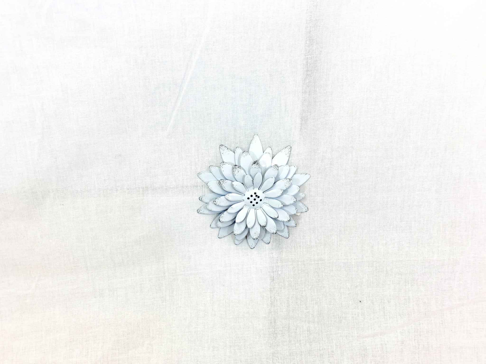 White Sunflower Magnet With Black Speckles Tips