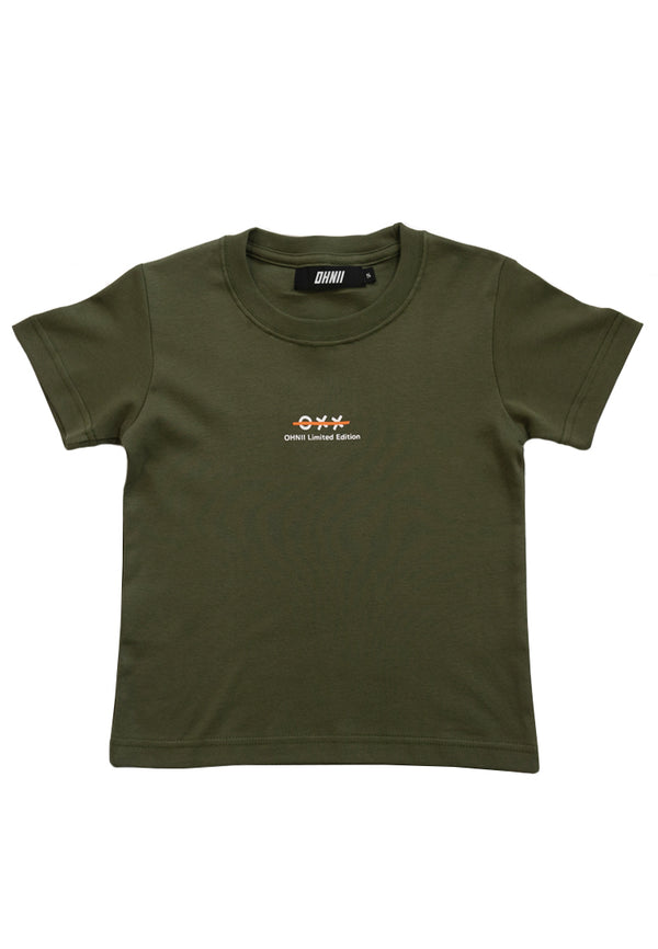 TIC-TAC TOE EMBROIDERED BEAR KIDS TEE (ARMY GREEN)