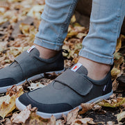 An image of a kid wearing Splay Explore™ Thundercloud active shoes for kids in a gray color.
