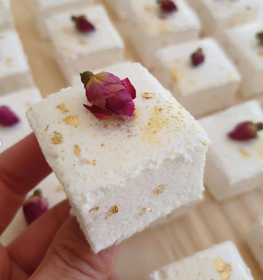 Goldie Lux Vanilla Bean Marshmallow Cube -These 'mallows are worth their weight in GOLD!✨  We adorned these understated beauties with gold foil and edible flowers 🌹So simple, yet so luxurious, the perfect Valentine's Day treat!