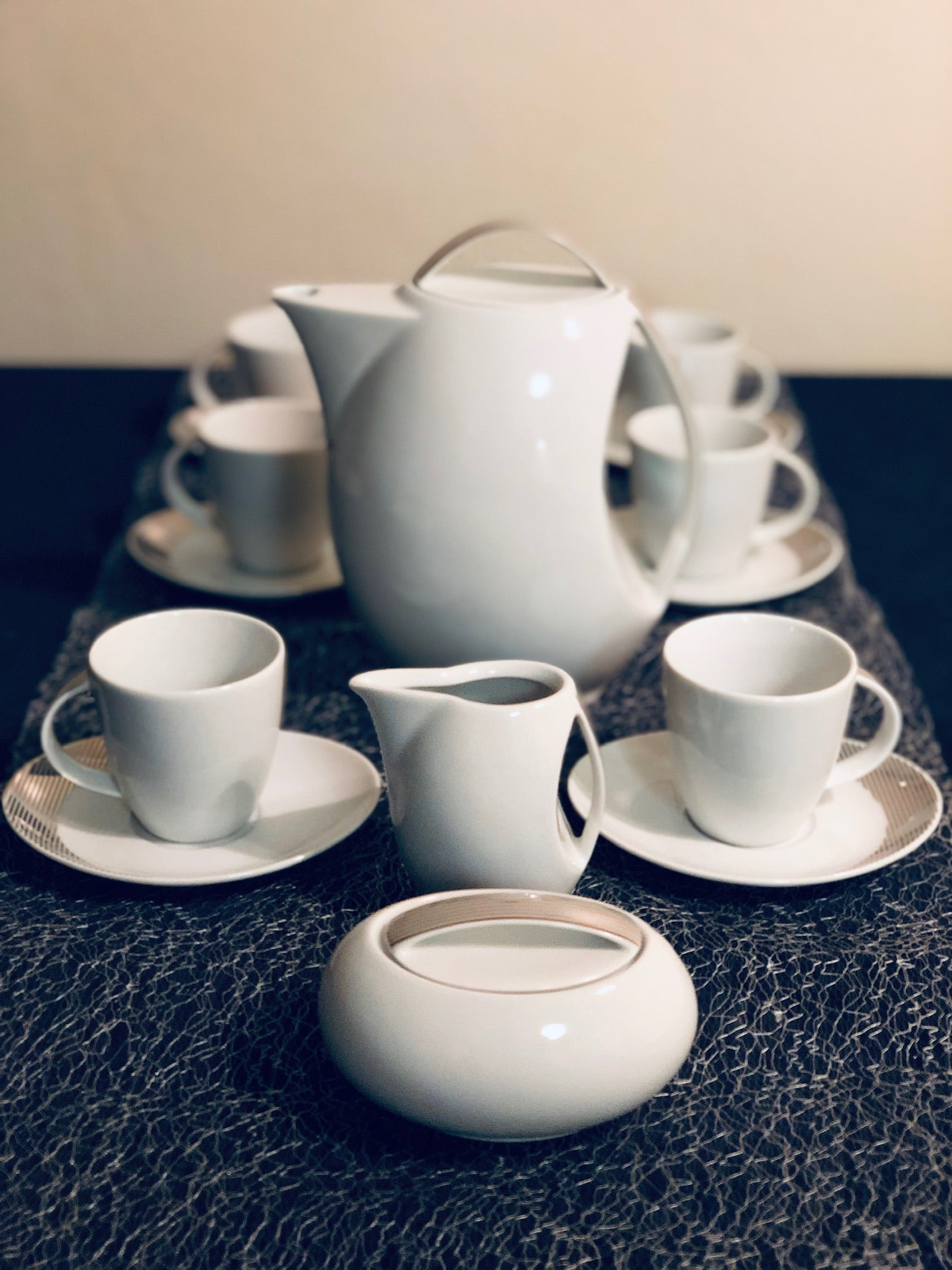 Coffee set made out of high-quality porcelain