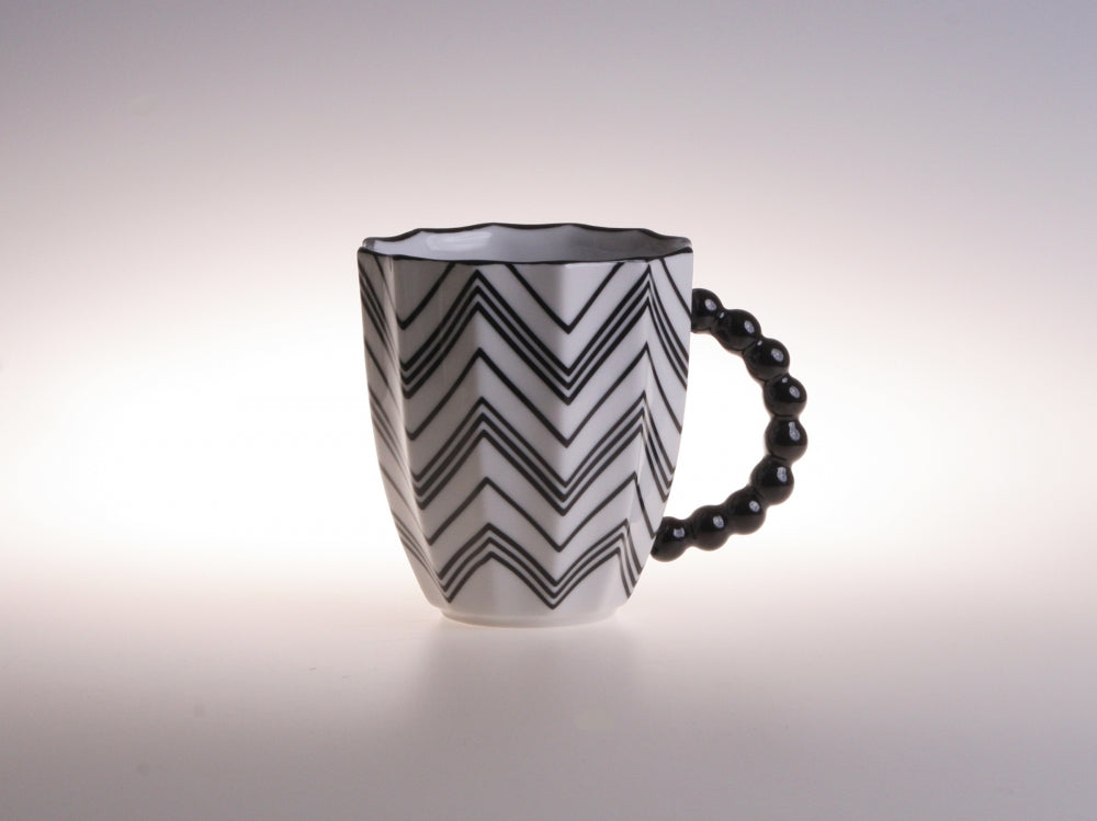 Black & White Retro Style Round Zig Zag Porcelain Cup with Stripes l 12oz