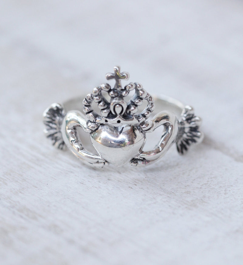 Detailed Irish Claddagh Ring Garnet, Hands Ring, Heart Ring, Love, Christmas Gift, Crown Ring in 925 Sterling Silver