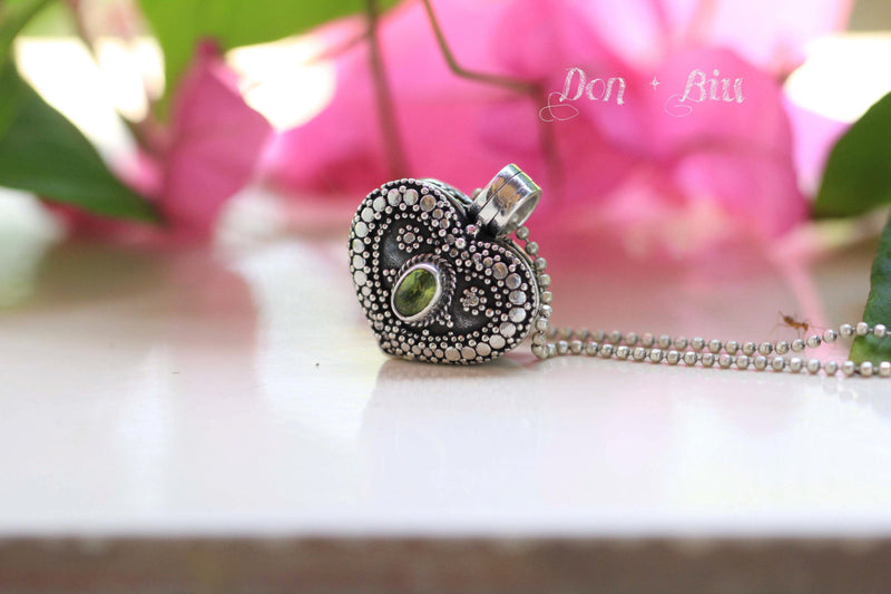Peridot Heart Locket Necklace Boho Pendant Photo Keepsake Jewelry Personalised Engraving Gift for Her Mother Memory 925 Sterling Silver