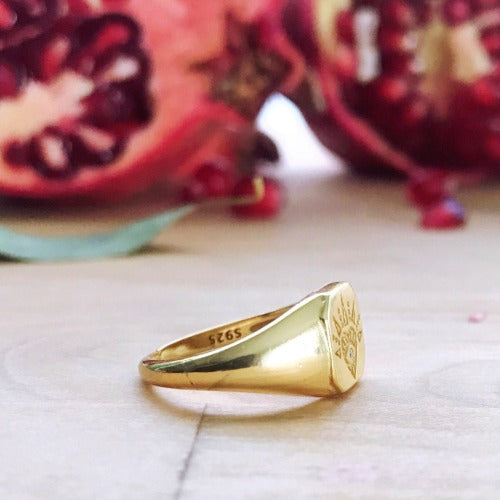 Cristalore rings Lovestruck Signet Ring