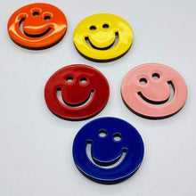 Afbeelding in Gallery-weergave laden, The Smiley pin accessory The Extra Smile