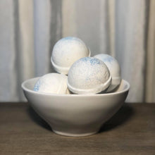 Load image into Gallery viewer, Snowball Fights Bath Bomb