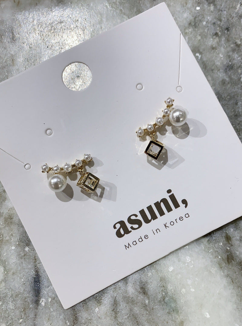 Pearl Earrings With Drop Charm In Gold