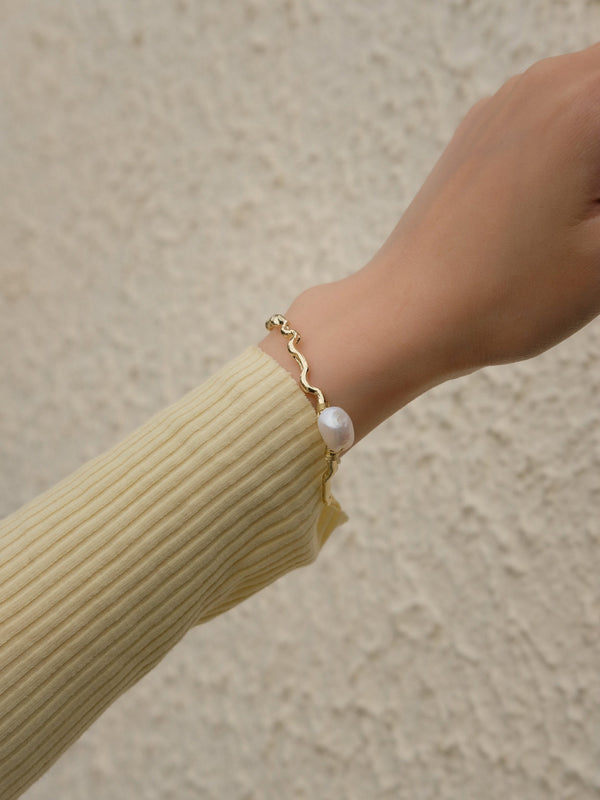 Gold Bracelet With Pearl