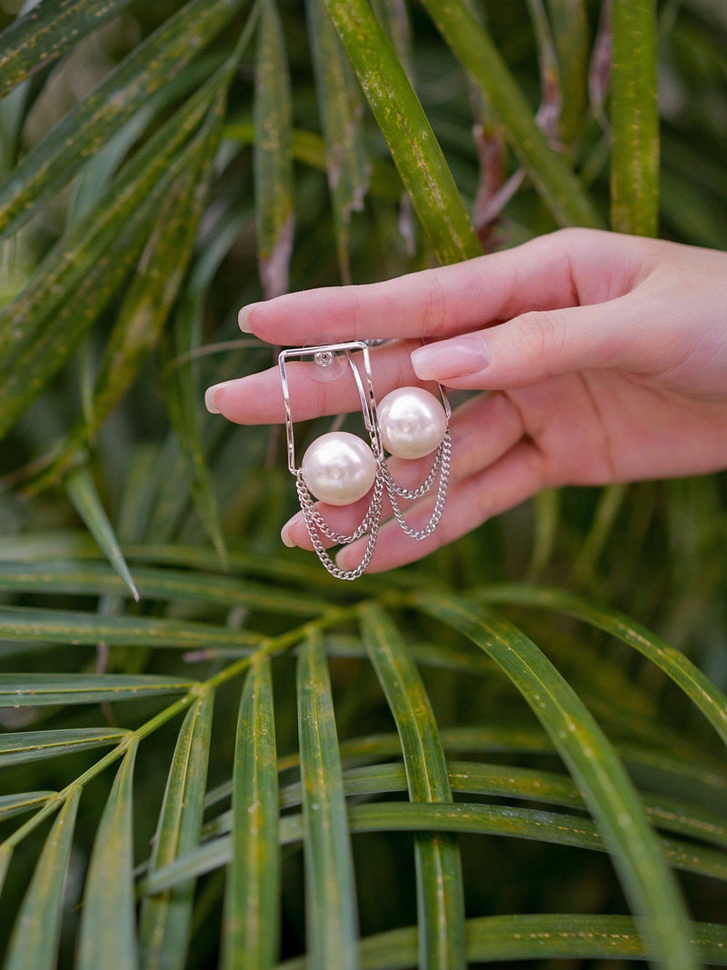 Pearl Earrings With Chain Details In Silver