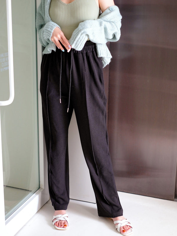 Comfy Hem Pleated Slacks In Black
