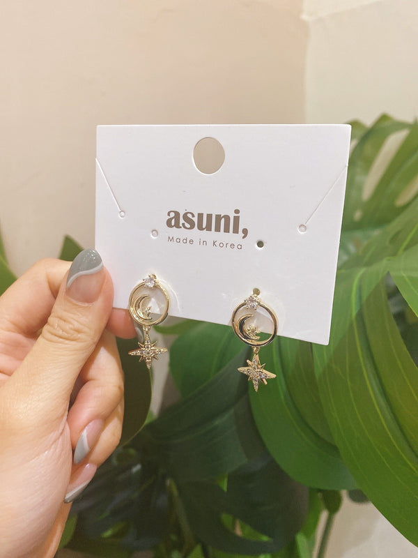 Moon Earrings With Starburst Charm In Gold