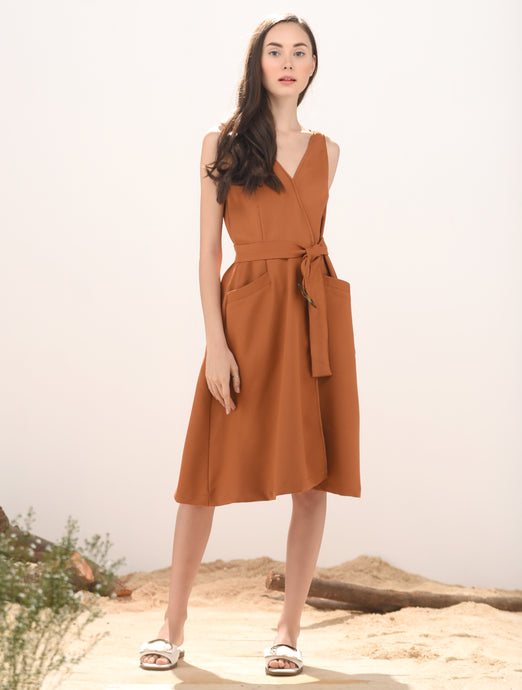 Loudi Sleeveless Dress w/ Belt