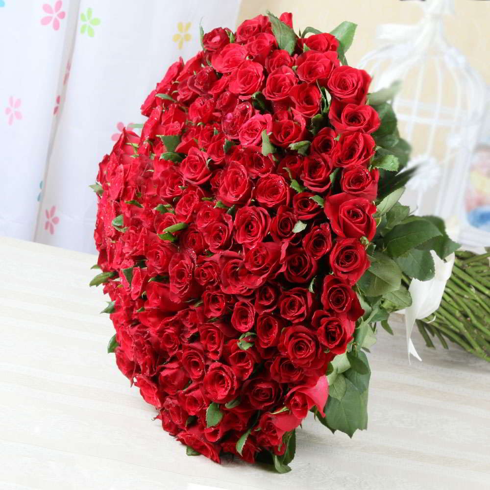 Bouquet of Hundred Red Roses