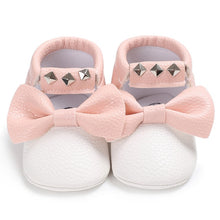 Load image into Gallery viewer, Baby bow sneakers - WHITE (SIZE 0-6M)