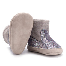 Load image into Gallery viewer, Baby girls bling boots - 1 COLOUR (0-18M)