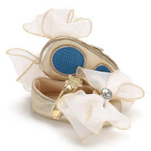 Load image into Gallery viewer, Baby bow shoes - 2 COLOURS (0-18M)