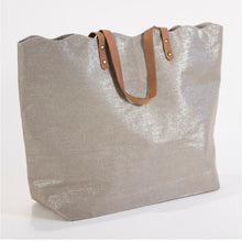 Load image into Gallery viewer, Scallop Shimmer tote in Champagne