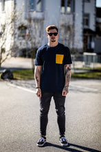 Laden Sie das Bild in den Galerie-Viewer, Pocket Shirt Navy/Yellow Unisex