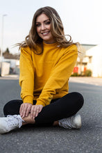 Laden Sie das Bild in den Galerie-Viewer, Monochrome Sweater Woman Yellow