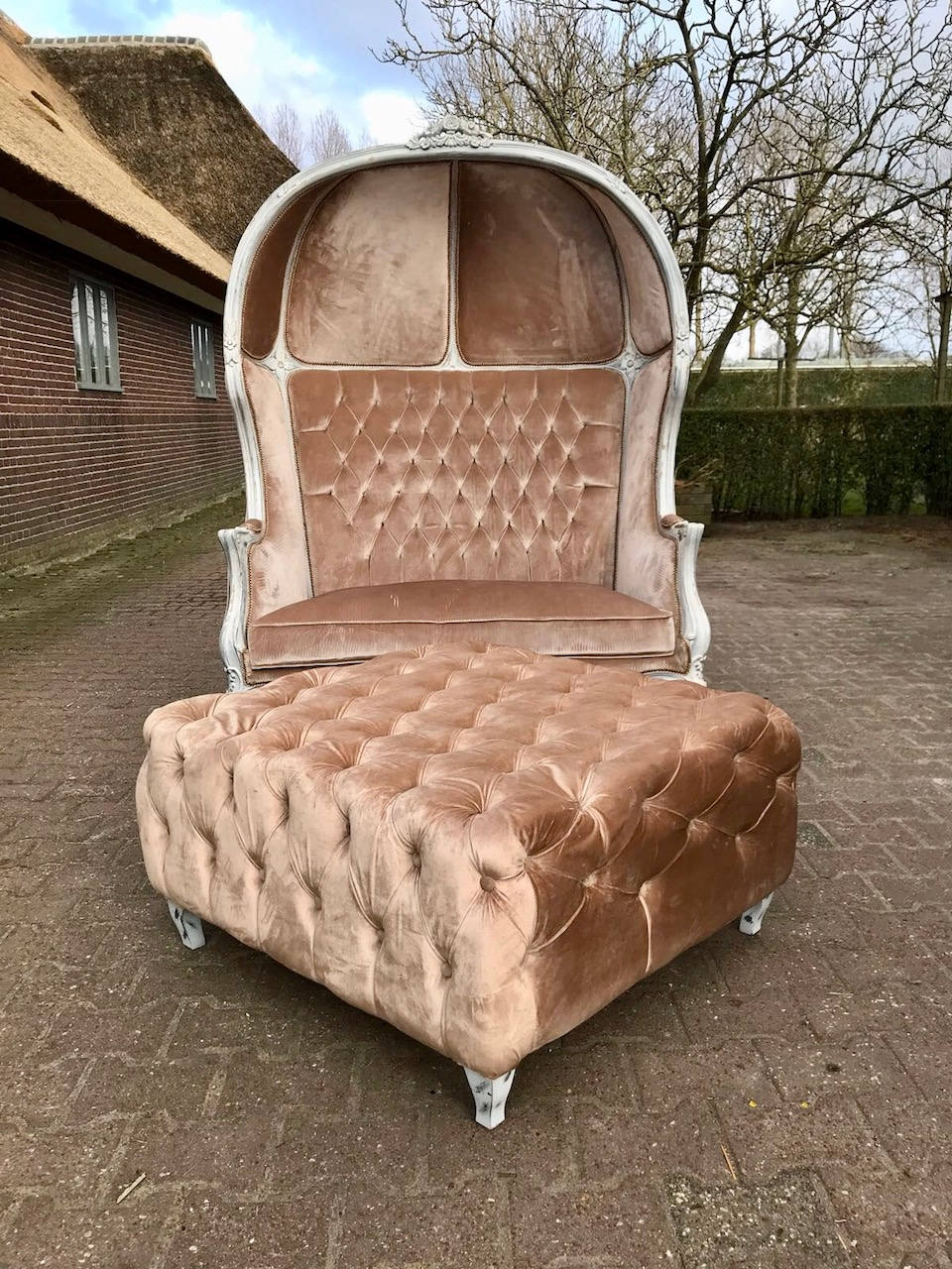French Balloon Chair Throne Chair Reproduction Champagne Velvet Chair Bench Tufted Cream/White Frame French Furniture Rococo Interior Design