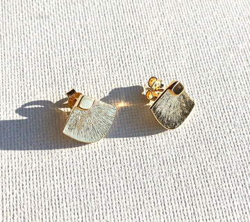 Abanicos Stud Earrings in Gold