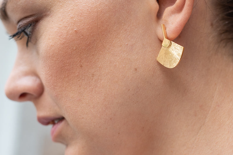 Abanicos Midi Earrings in Gold