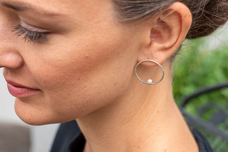 Billabong Circle Earrings Pearl in Silver