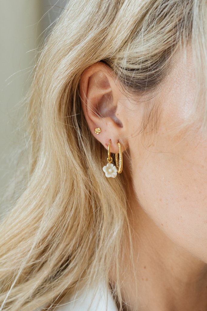 Vintage Love Earring in Gold