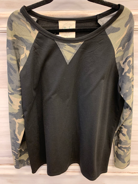 Camo sleeve baseball top-CURVY