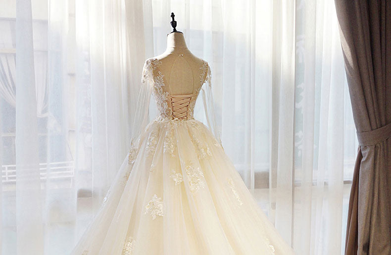 Organza Bridal Gown Exquisite Embroidery Appliques O-Neck 2 In 1 ... 34f103ab7