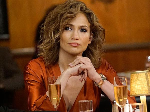 Recreate Jennifer Lopez's Curly Shades of Blue Bob with These Tips from Her Hairstylist | Hydrohair
