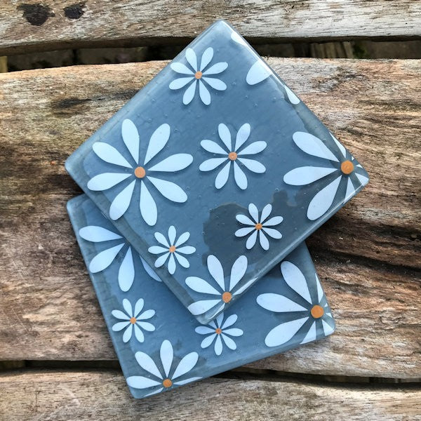 Set of 4 White Daisy Coasters - Grey