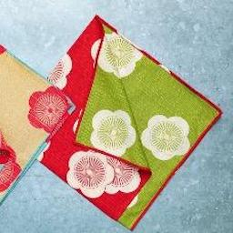 Furoshiki Dinner Napkin Set(4pcs)/ Stoffservietten Set - Reversible- Plum in Japanese Red and Green