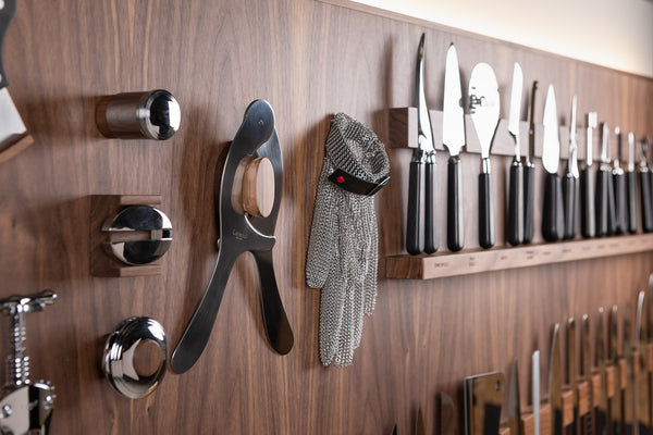 Giant wall-mounted knifes set