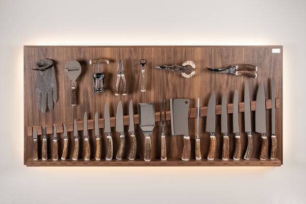 Large wall-mounted knifes set