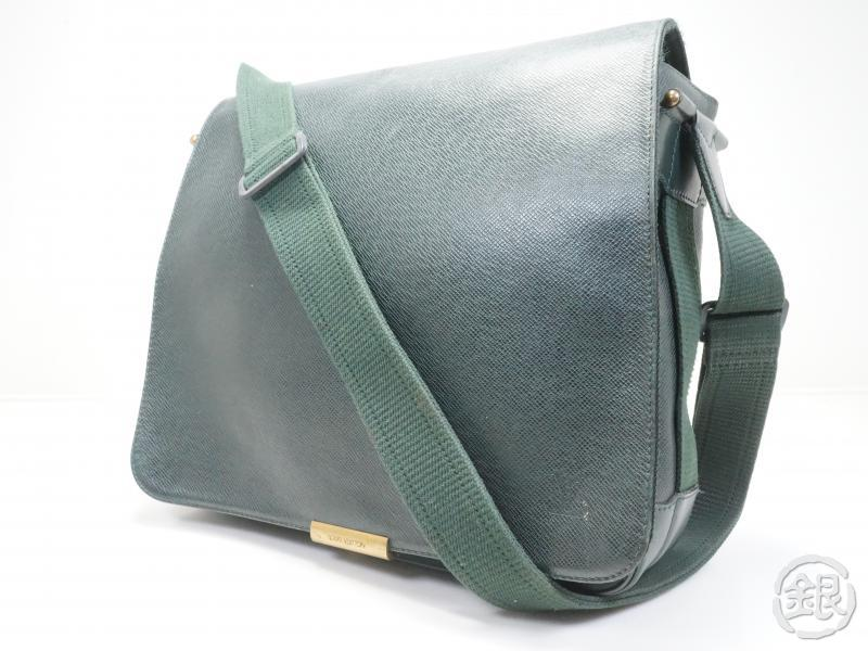 AUTHENTIC PRE-OWNED LOUIS VUITTON  TAIGA EPICEA GREEN VIKTOR MESSENGER CROSSBODY BAG M30144 170250
