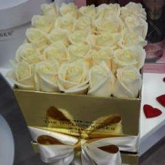 Cube - White  Roses - Gold Box - The Million Roses Slovakia