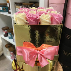 Cube - White & Pink Roses - Gold Box - The Million Roses Slovakia